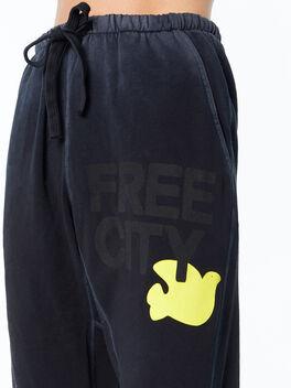 Large Sunfades Pocketsweat Superblack, Black, large